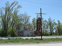 USA - Mitchell IL - Abandoned Petrol Station & Sign (11 Apr 2009)