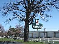 USA - Romeoville IL - White Fence Farm Sign (7 Apr 2009)