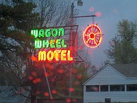 USA - Cuba MO - Wagon Wheel Motel Neon 2 (13 Apr 2009)