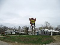 USA - Doolittle MO - Vernelles Motel & Neon (14 Apr 2009)