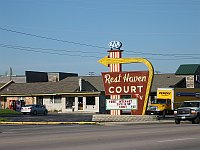 USA - Springfield MO - Rest Haven Court Neon (15 Apr 2009)