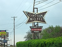 USA - Chandler OK - Abandoned Lincoln Motel Neon Sign (17 Apr 2009)