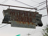 USA - Tulsa OK - VERY Old Neon Sign (17 Apr 2009)