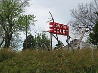 USA - White Oak OK - Abandoned Country Court Motel Neon Sign (16 Apr 2009)
