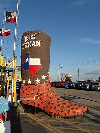 USA - Amarillo TX - Big Texan Giant Boot (20 Apr 2009)